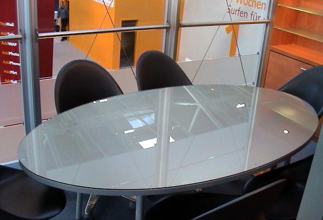 Tisch-oval